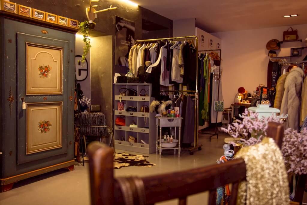 Muebles para local de ropa vintage - Ropa vintage sevilla ...