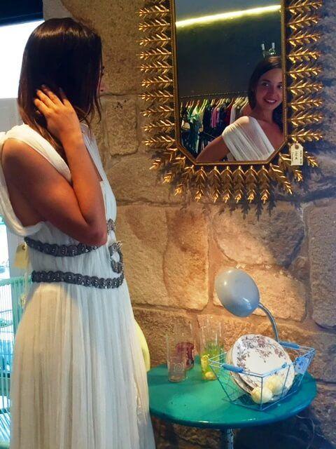 En el espejo podéis apreciar otra forma de llevar las mangas del vestido